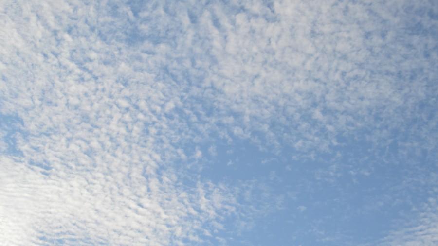 clouds-1326535_1920