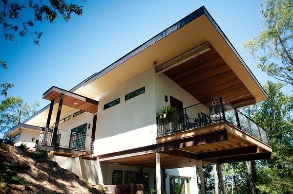 The first hemp house built from hempcrete in the U.S., belonged to Russ Martin and Karon Korp. It was their hemp home from 2010 to 2016. Photo source: Anthony Brenner
