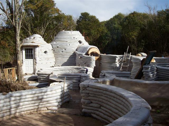 House built with the SuperAdobe technique. Photo credits: Maria Loreto Retamales
